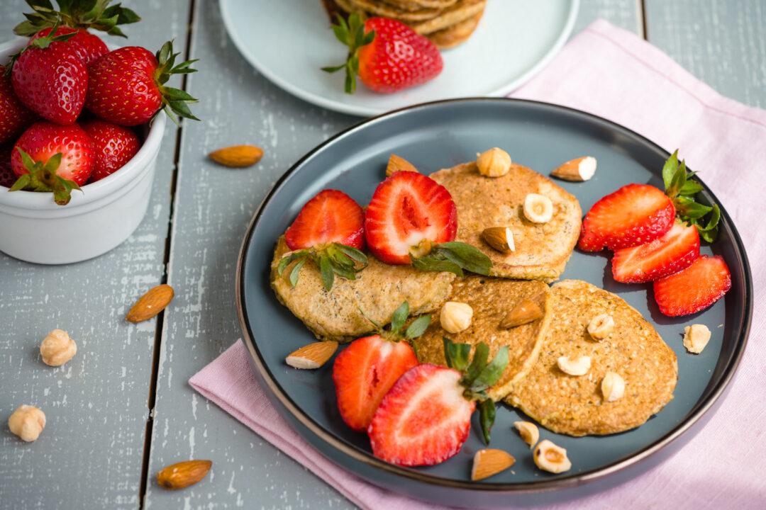 pancake cu migdale si capsuni